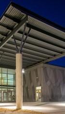 Fațadă ventilată din fibrociment la școala gimnazială Bel Air