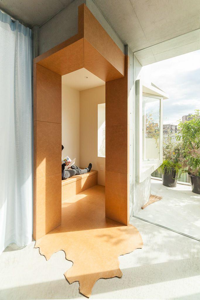 Acest bloc construit în Tokyo imită modul în care se îmbină părțile unui copac