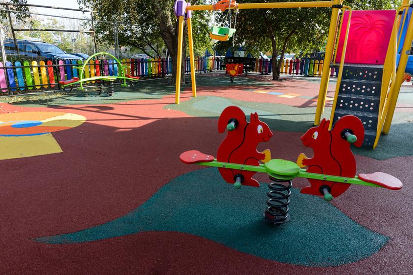 Proiectul de modernizare a locurilor de joacă din Constanţa a fost reluat