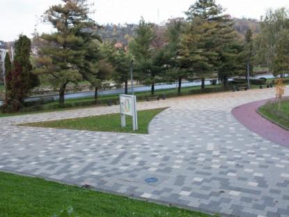 Amenajare zone acces stadion cu pavaj Umbra Patrat P4 si Dreptunghi D2 rosu pt pista biciclisti