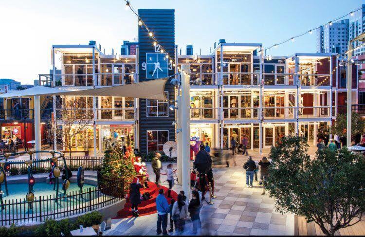 <b>10. Downtown Container Park, un centru de divertisment si shopping in Las Vegas, SUA</b>