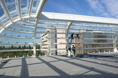 Promenada Mall - montarea panourilor de sticla curba si securizata realizate la Spectrum Inovativ & Industries