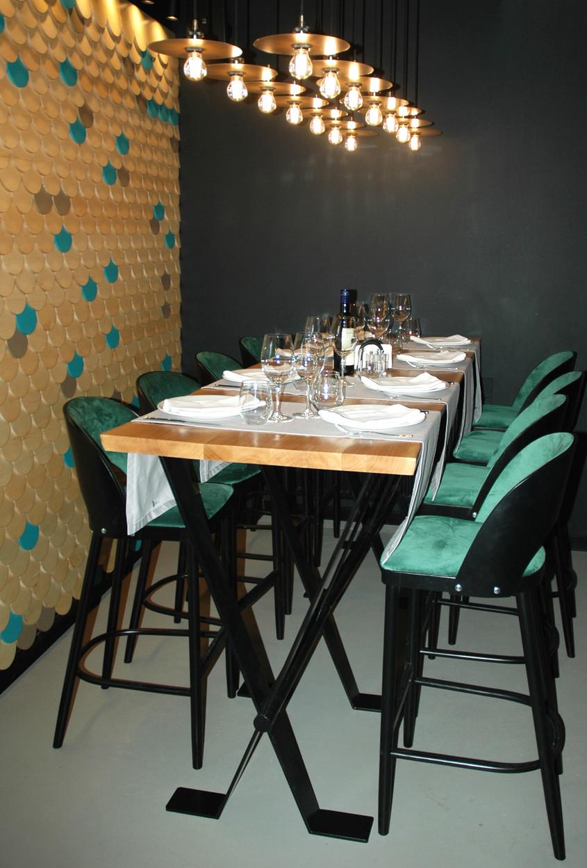 Decor modern cu accente pescărești elegante la restaurantul Bone, București