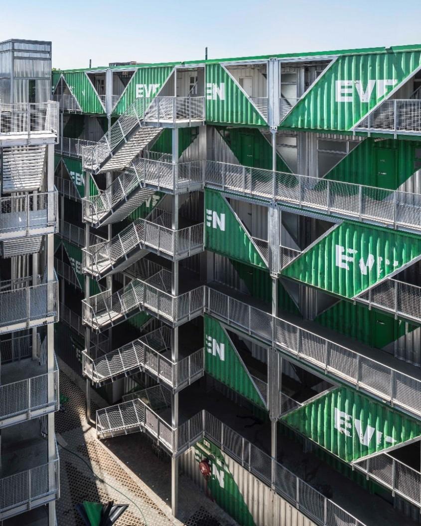 Clădirea rezidențială realizată din 140 de containere maritime
