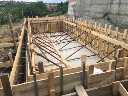 Etapa din timpul constructiei piscinei  Saldabagiu de Munte  SUPERMATERIALE DISTRIBUTIE