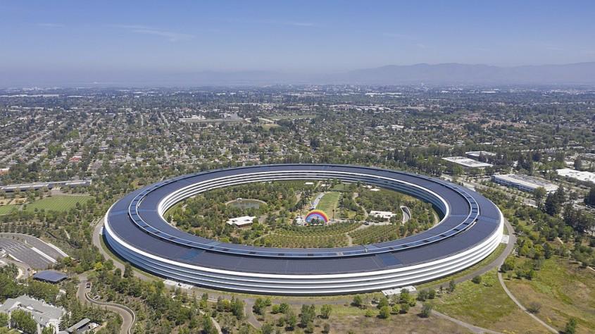 Apple Park de Foster + Partners (Cupertino, California, 2017)