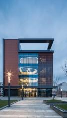 KADRA a montat doua Usi Rotative complet vitrate, cu senzori de protecție, pentru IQuest Cluj-Napoca