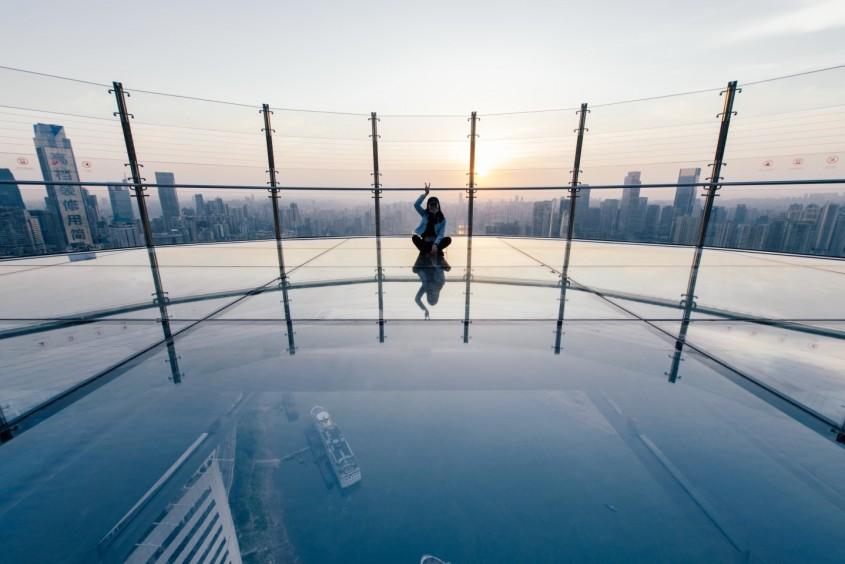 """În interiorul spectaculosului """"zgârie-nori orizontal"""" din China"""