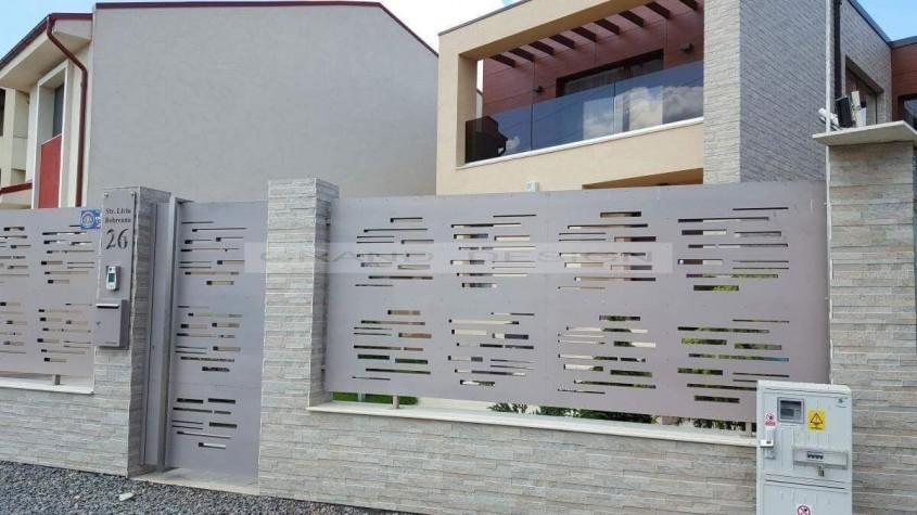 Gard din tabla decupata