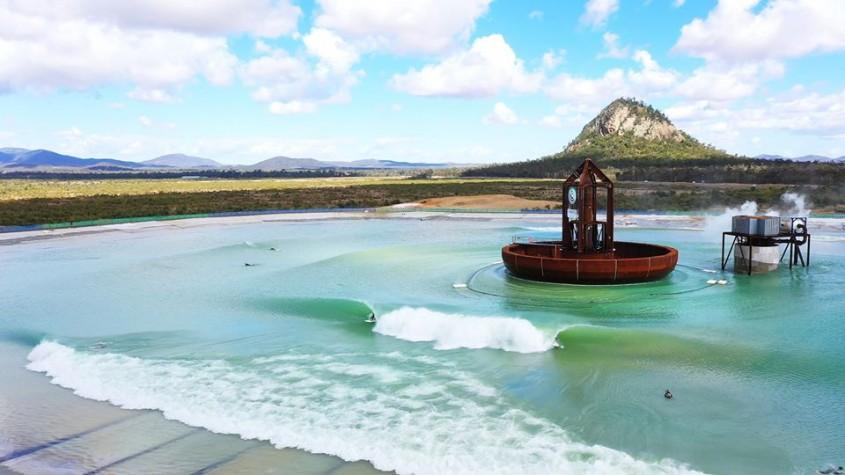 Cea mai mare piscină cu valuri din lume