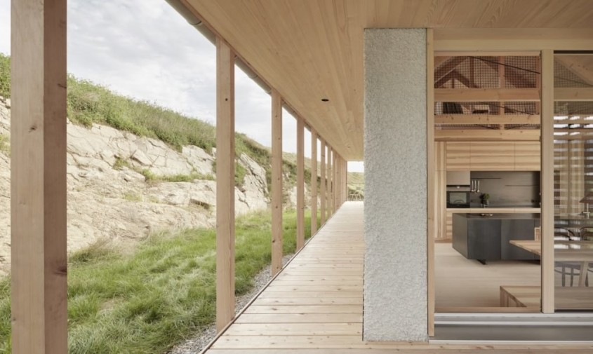 O casă din lemn de o simplitate fermecătoare