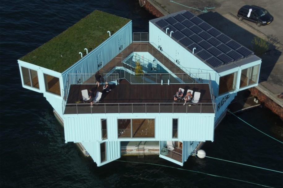 """<b>1. Urban Rigger, un camin pentru studenti in portul din Copenhaga</b> <p style=""""text-align: left;"""">Arhitectii de la <span>Bjarke Ingels</span><span>&nbsp;Group&nbsp;</span>au folosit noua containere pentru a crea crea mai multe apartamente de tip studio, dispuse pe doua niveluri pe o platforma plutitoare.</p> <p style=""""text-align: left;"""">&nbsp;</p> <p style=""""text-align: center;""""><em>Foto:&nbsp;<a href=""""https://www.fastcompany.com/3063804/bjarke-ingelss-next-project-reinventing-student-housing"""" target=""""_blank"""">BIG</a></em></p>"""