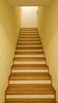 Calitati ale lemnului si avantajele oferite de treptele din lemn
