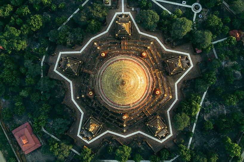 Bagan, Myanmar Bagan este un oras antic care intre secolul al XIX-lea si secolul al XIII-lea a fost capitala Regatului Pagan, primul care a reusit sa unifice regiunile care formeaza astazi Myanmar.