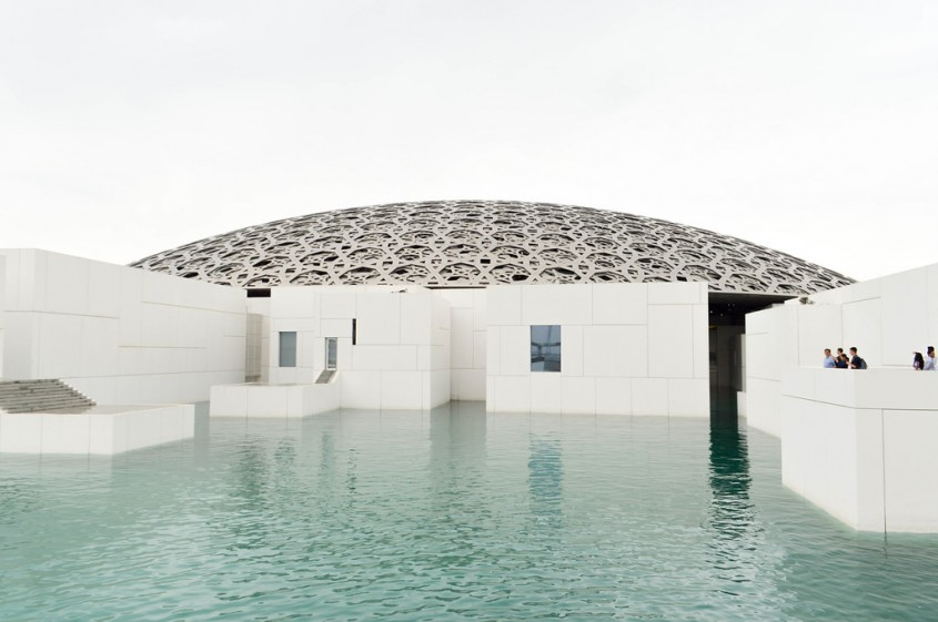 Muzeul Luvru din Abu Dhabi de Jean Nouvel (Abu Dhabi, Emiratele Arabe Unite, 2017)