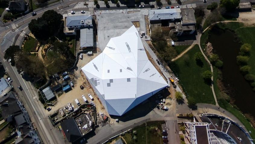 Soluția propusă de Elval Colour pentru fațada centrului cultural Quai 9 din Lanaster, Franta