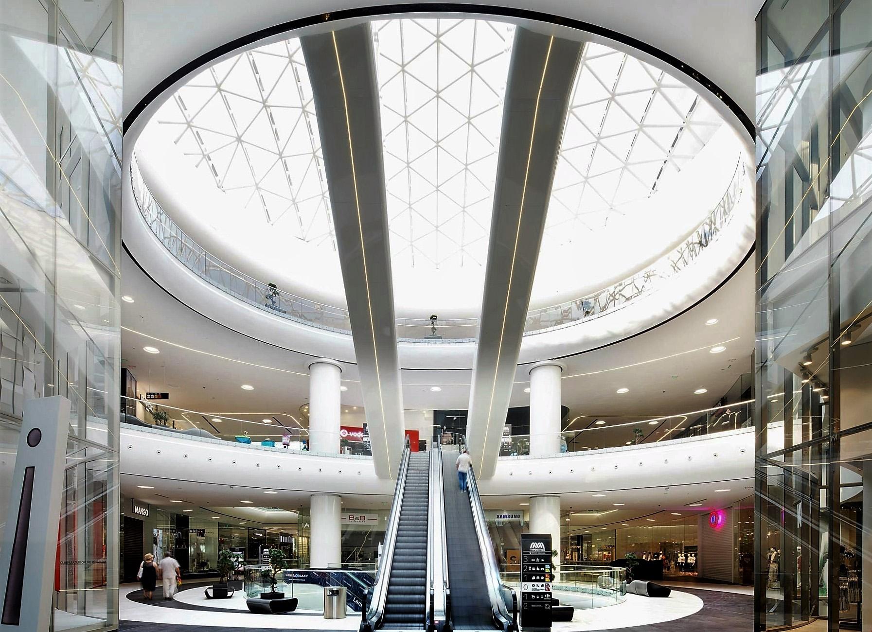 Prelucrare sticla fatada, vitrine interioare si balustrade Mega Mall Bucuresti