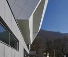 Culoarea albă conferă clădirii un aspect curat, clar și proaspăt - Espace Bellevarde, Franța