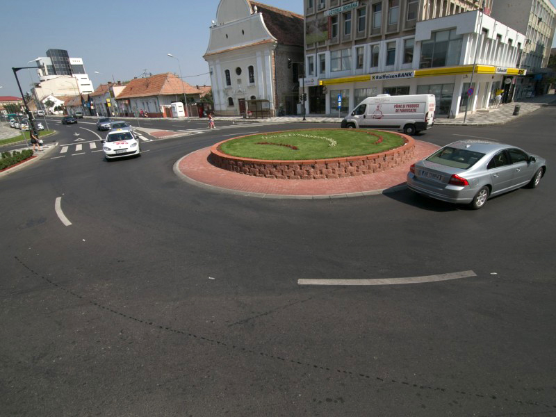 Sens giratoriu  realizat in cadrul proiectului de amenajare Centru Civic, Alba Iulia  Alba Iulia ELIS PAVAJE