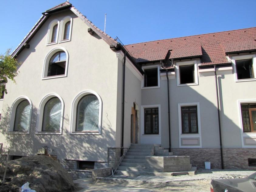 Exteriorul Casei Memoriale Ilie Birt in timpul lucrarilor de reabilitare Brasov SAINT-GOBAIN CONSTRUCTION PRODUCTS ROMANIA -