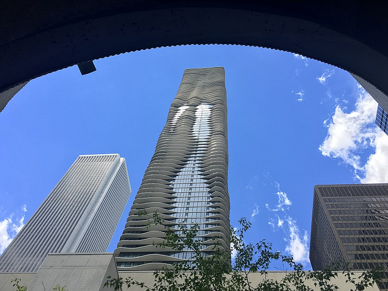 Cladirea Aqua Tower de Studio Gang Architects (2010) - Chicago, SUA