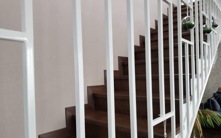 Am parchet din lemn. Ce scări interioare montez? Vă răspunde Alma Parchet