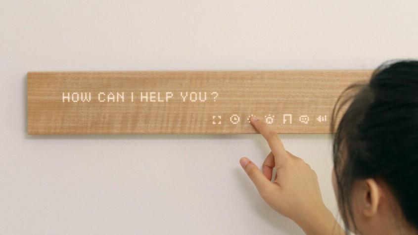 Bucata de lemn high tech Una dintre provocarile cu care se confrunta producatorii de gadgeturi inteligente pentru locuinte este aceea de a reusi sa le integreze cat mai natural in casele oamenilor. Compania japoneza Mui pare sa fi gasit o solutie, inserand tehnologie de ultima ora intr-o bucata de lemn, care devine astfel un display smart conectat la internet, cu ajutorul caruia poti ajusta luminile si temperatura,  te pui la curent cu noutatile, afli cum va fi vremea, primesti mesaje si multe altele.  Ideea a facut furori la CES.