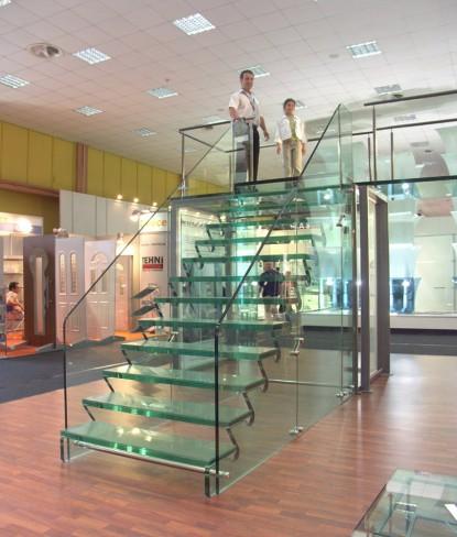 Scara completa din sticla Showroom sediul Spectrum  Bucuresti SPECTRUM INOVATIV & INDUSTRIES