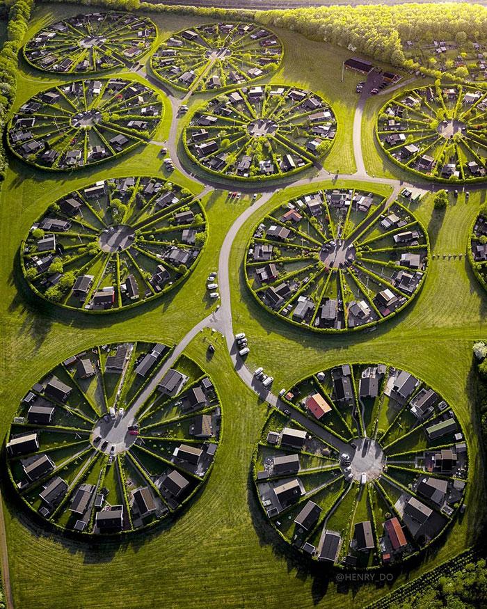 Uimitoarele grădini circulare de lângă Copenhaga, unde orășenii se bucură de o felie de natură (Foto)