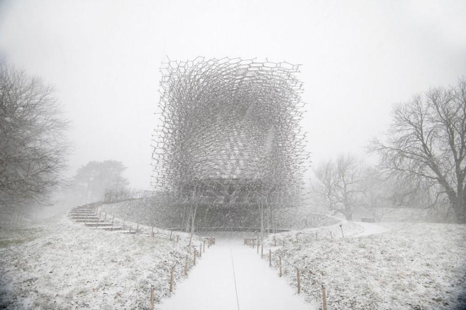 <b>Stupul (The Hive) din incinta Gradinilor Botanice Regale Kew in timpul iernii - Jeff Eden (Marea Britanie)</b>