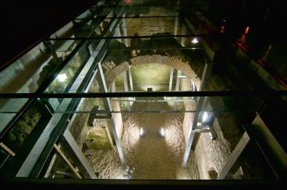 Pardoseala sticla deasupra ruinelor hanului Serban Voda  Bucuresti SPECTRUM INOVATIV & INDUSTRIES