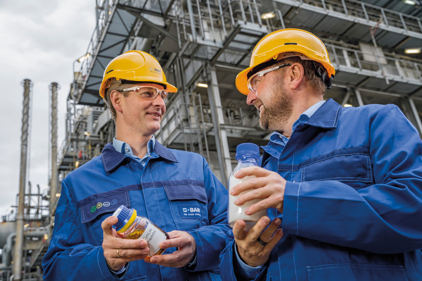 BASF produce în premieră produse din materiale plastice reciclate chimic