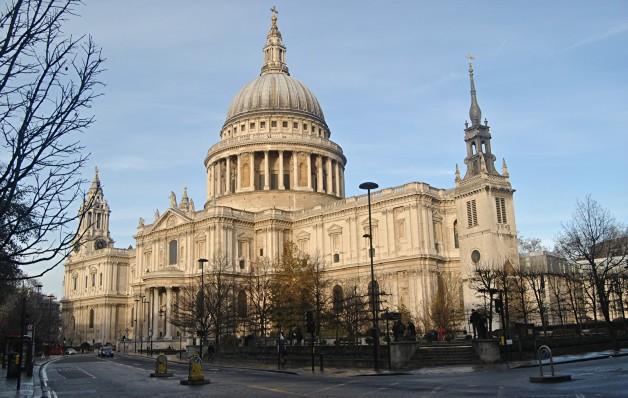 """<b>Catedrala Saint Paul</b> <p style=""""text-align: left;"""">Domul catedralei este unul dintre cele mai mari din lume. A fost cea mai inalta cladire a Londrei pana in 1953.</p>"""