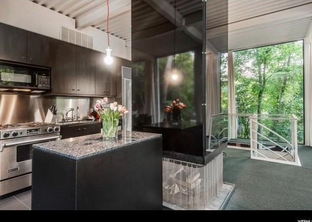 Inspirație pentru open space într-o casă deosebită din anii '60