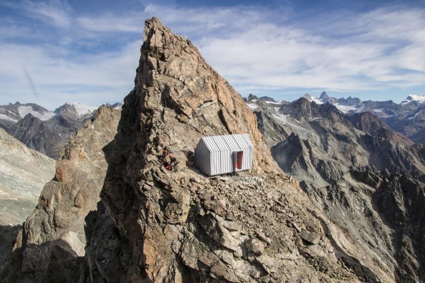 Nu ajungi ușor la acest adăpost montan, dar efortul îți va fi răsplătit din plin
