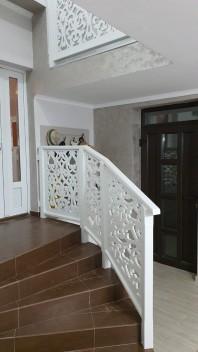 Balustrada cu stalpi simpli si mana curenta din MDF - Model Floral 03