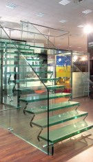 Proiectare, procesare si montaj scara din sticla Showroom Sediu Spectrum