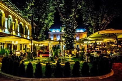 Restaurantul Teatris vazut din exterior  Galati PETEA Sound