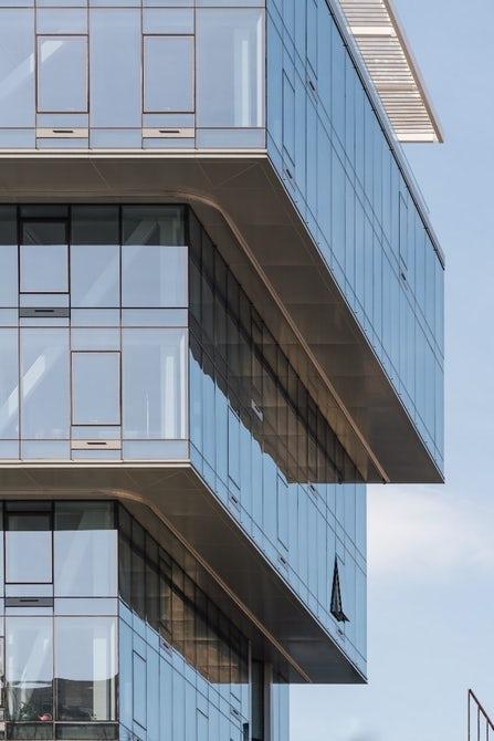 Un bloc de locuințe construit cu susul în jos valorifică la maximum un lot limitat