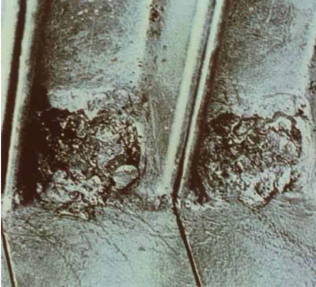 Fig 4 Exemplu de defecte ale stratului de zinc datorate evacuării necorespunzătoare a surplusului de metal