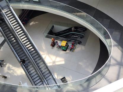 Prelucrare sticla fatada, vitrine interioare si balustrade Mega Mall Bucuresti  Bucuresti SPECTRUM INOVATIV & INDUSTRIES