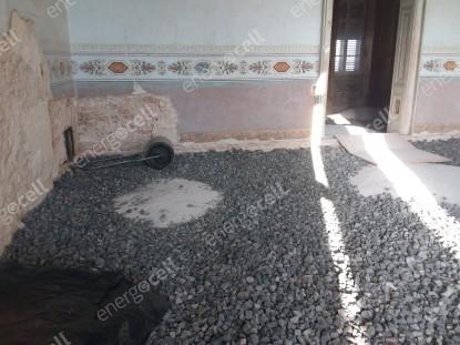 Compactarea sticlei celulare ENERGOCELL pentru pardoseala Castelului Sándor-Metternich  Bajna SUPERMATERIALE DISTRIBUTIE