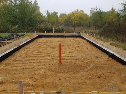 Realizarea termoizolarii rezistente la solicitari - pentru un garaj de autocamioane din Sopron  Sopron SUPERMATERIALE DISTRIBUTIE