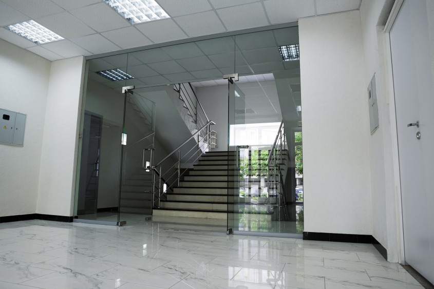 Compartimentările și pereții din sticlă