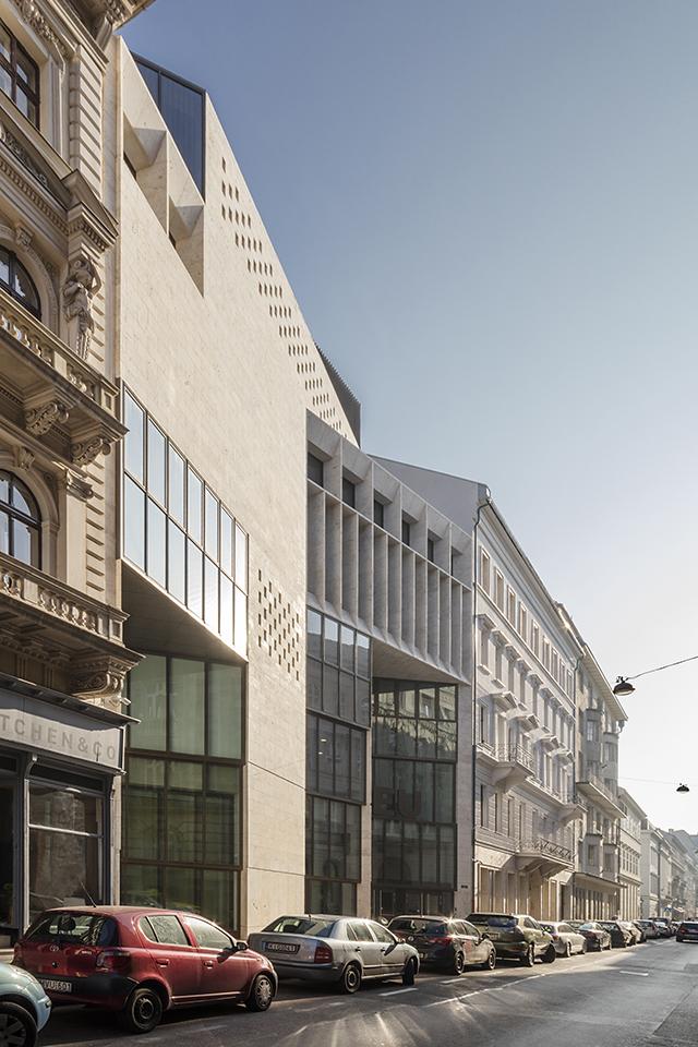 Universitatea Central Europeana - Faza 1 - din Budapesta, Ungaria - de O'Donnell + Tuomey