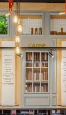 Design modern cu elemente clasice si industriale pentru o carmangerie premium
