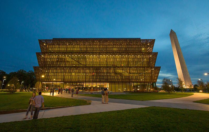 Muzeul National de Istorie si Cultura Afro-americana de Adjaye Associates (2016) - Washington, SUA