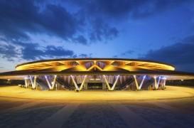 Design spectaculos pentru volumetria unui teatru din China