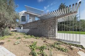 O casă modernă integrează ruine ale unei construcții anterioare
