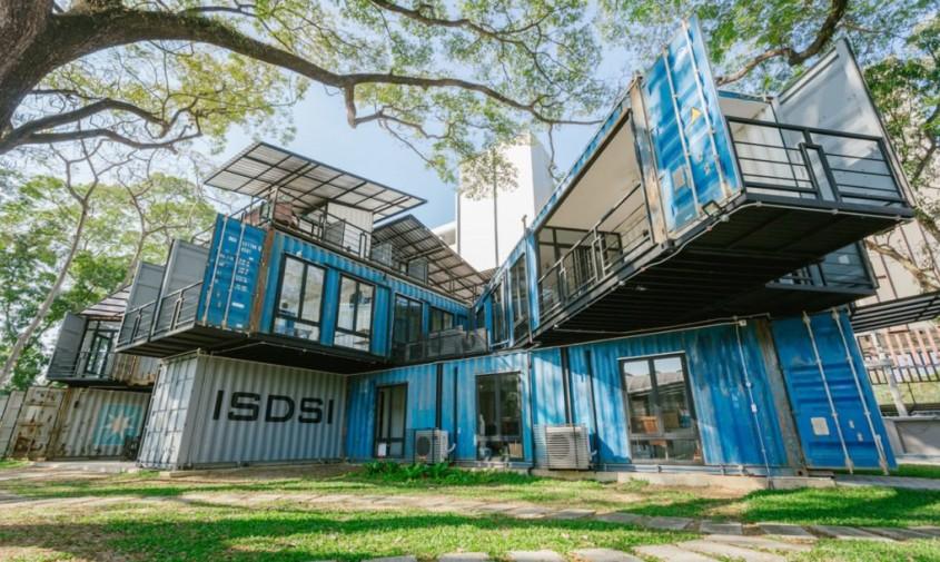 Acest campus din containere maritime în care se învață despre  sustenabilitate este o lecție în sine